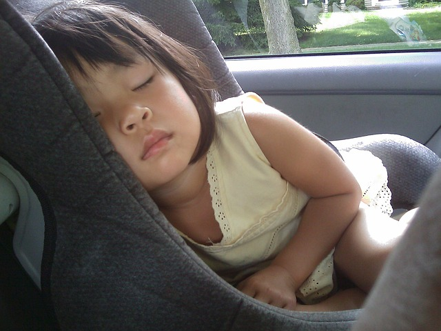 spaní v autosedačce