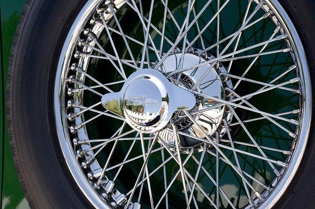 Dojíždět zimní pneumatiky vlétě?