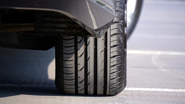 pneumatika na autě