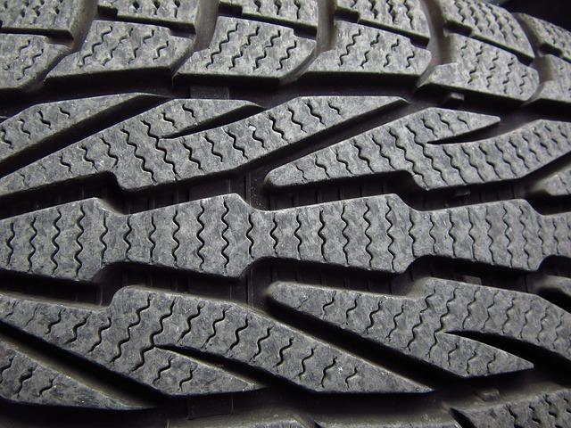 Dojíždět zimní pneumatiky v létě?