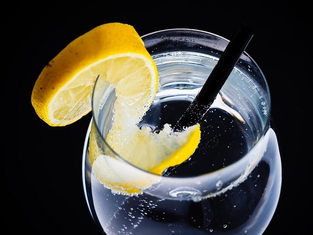 voda s citronem