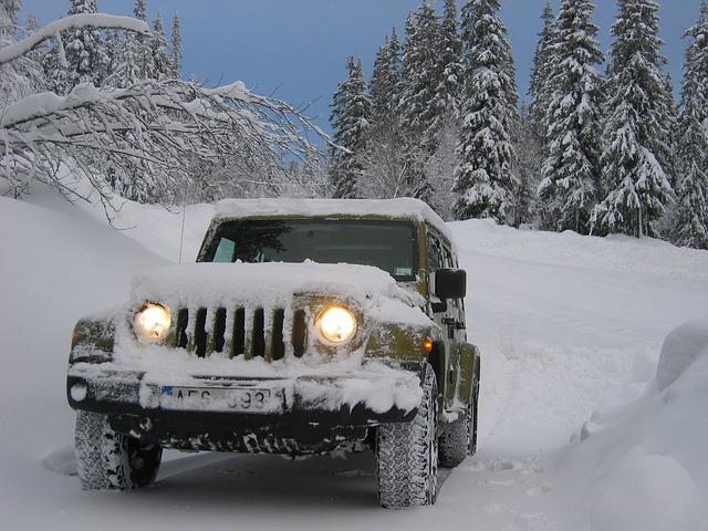 džíp na sněhu