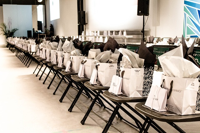 tašky na židlích.jpg