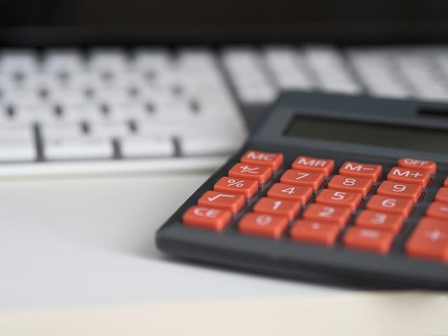 dvoubarevná kalkulačka.jpg