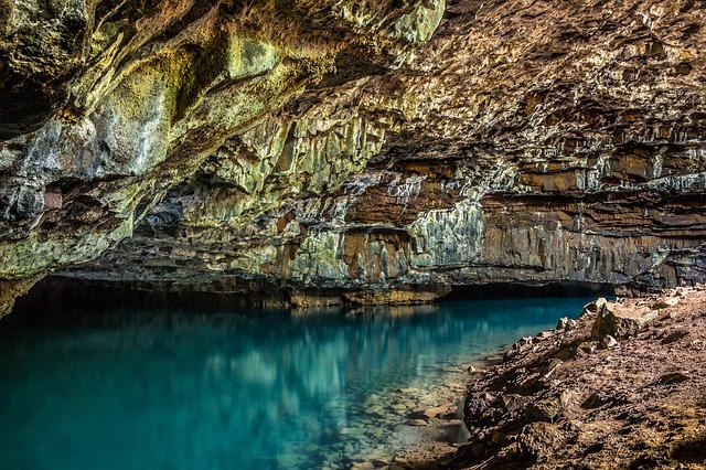 voda v jeskyni.jpg