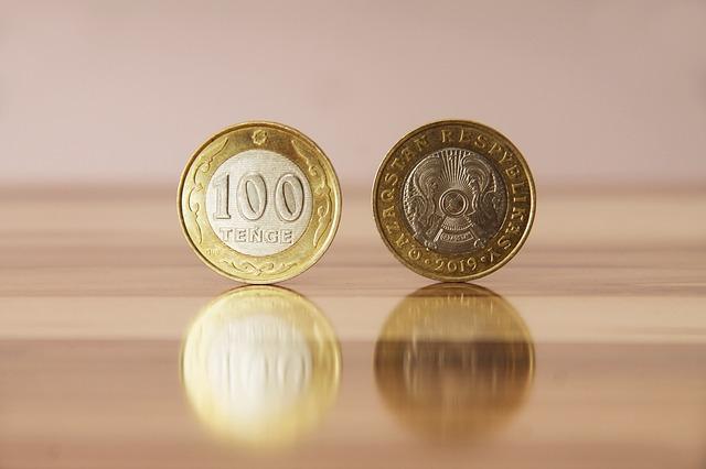 dvě kazašské mince