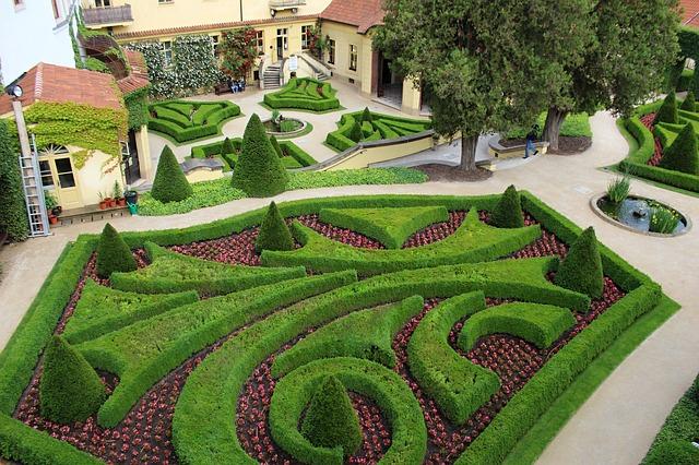 upravená zahrada pod Pražským hradem