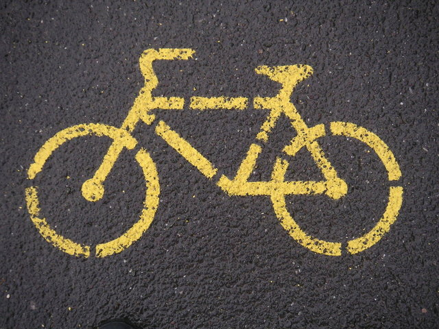 označení cyklostezky na asfaltu
