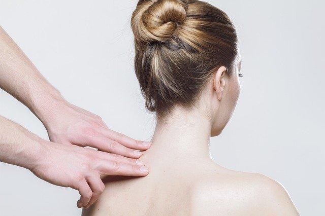 masáž krční páteře.jpg